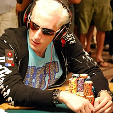 http://resources.pokerstrategy.com/2013/03/22/2009_wsop_elky.jpg