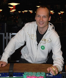 http://resources.pokerstrategy.com/2014/01/27/Ville_Wahlbeck_(WSOP_2009,_Event_12).jpg